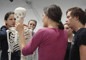 Kosti jako živá cesta porozumění sebe sama